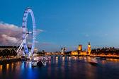 Ojo de londres, el puente de westminster y el big ben en la noche, londo — Foto de Stock