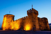 Medieval Castle of Kamerlengo in Trogir Illuminated in the Night — Stock Photo