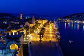 Vista aérea de trogir antigua iluminada en la noche, croacia — Foto de Stock