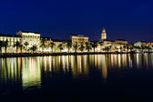 Panorama del casco antiguo de split, en la noche, croacia — Foto de Stock