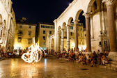 SPLIT, CROATIA - JULY 2: Fire show at Peristyle of Diocletian Pa — Stock Photo