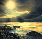 Moře, loď a slunce — Stock fotografie