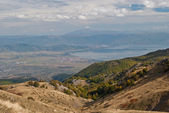 Der ohrid-see sichtbar aus den bergen — Stockfoto