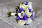 Wedding bouquet on a bed — Stock Photo