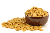 Tasty peanuts in a brown bowl — Stock Photo