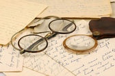 Old pair of glasses and a magnifying glass — Stock Photo