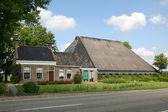 Typisch niederländischen bauernhaus — Stockfoto