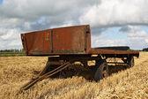 Velmi starý vozík kovový seno — Stock fotografie