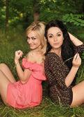 Portrét mladých krásných dívek, venkovní — Stock fotografie