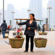 Chinese Woman Carrying Baskets - Lizenzfreies Foto