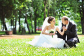 Wedding couple outdoors — Stock Photo