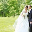 Wedding couple outdoors — Stock Photo