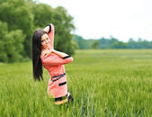 Beautiful girl posing outdoors — Stock Photo