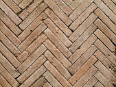 Herringbone pattern brickwall — Stock Photo