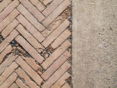 Herringbone brickwall and Stone bract — Stockfoto