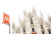 Milano katedralen kupolen och metro underground signal. italien, europa — Stockfoto