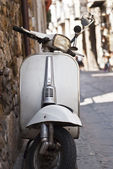 Old white vespa — Stock Photo