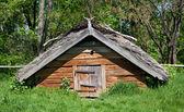 Oude houten huisje — Stockfoto