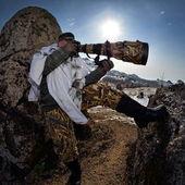 Wildlife photographer outdoor in winter — Stockfoto