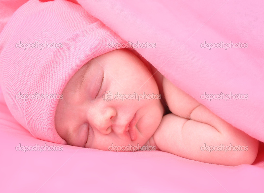 Newborn Baby Girl Sleeping with Blanket and Hat — Stock ...