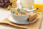 Breakfast cereal and toast — Stockfoto