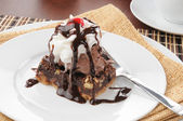 Fudge brownie with ice cream — Stock Photo