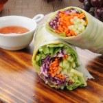 Avocado spring rolls — Stock Photo