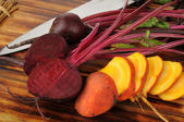 Sliced red and golden beets — Stock Photo