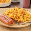 Macaroni and cheese with grilled hot dogs — Stock Photo #11815974