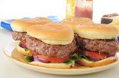 Travessa de hambúrgueres — Fotografia Stock