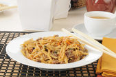 Beef lo mein with chopsticks — Stock Photo