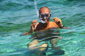 Man snorkeling in the blue water — Stock Photo