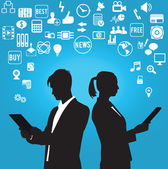 Silhouetten van zakenman en zakenvrouw met sociale media symbolen — Stockvector