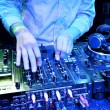 Foto Stock: Dj mixes track