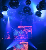 DJ mixes at a nightclub on the scene — Stock Photo