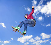 Skateboarder high in air — Stock Photo