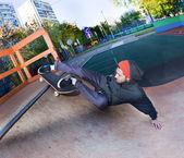 Skateboarder in the skatepark — Stockfoto