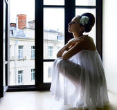 Silhouette of thoughtful bride — Stock Photo