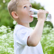 Child drinking pure water — Stockfoto