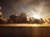 Zachód słońca chmury nad morze — Zdjęcie stockowe