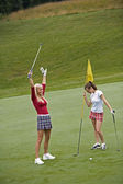 Women in their early 20s playing golf — Stock Photo