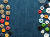 Closeup fondo azul jeans con botones. — Foto de Stock