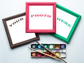 Frames, palette and painbrushes. — Stock Photo