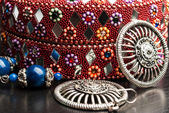 Old indian jewelery box with the earrings. — Stock Photo