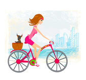 Woman riding a bike in the city — Stock Vector