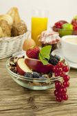 Tasty breakfast with flakes and fruits in morning — Stock Photo