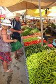 Buying fresh market produce — Stock Photo