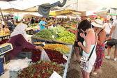 покупки свежих продуктов с рынка — Стоковое фото