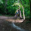 Byciclyst leaves turn — Stock Photo