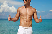 Thumbs up for a beach body — Stock Photo